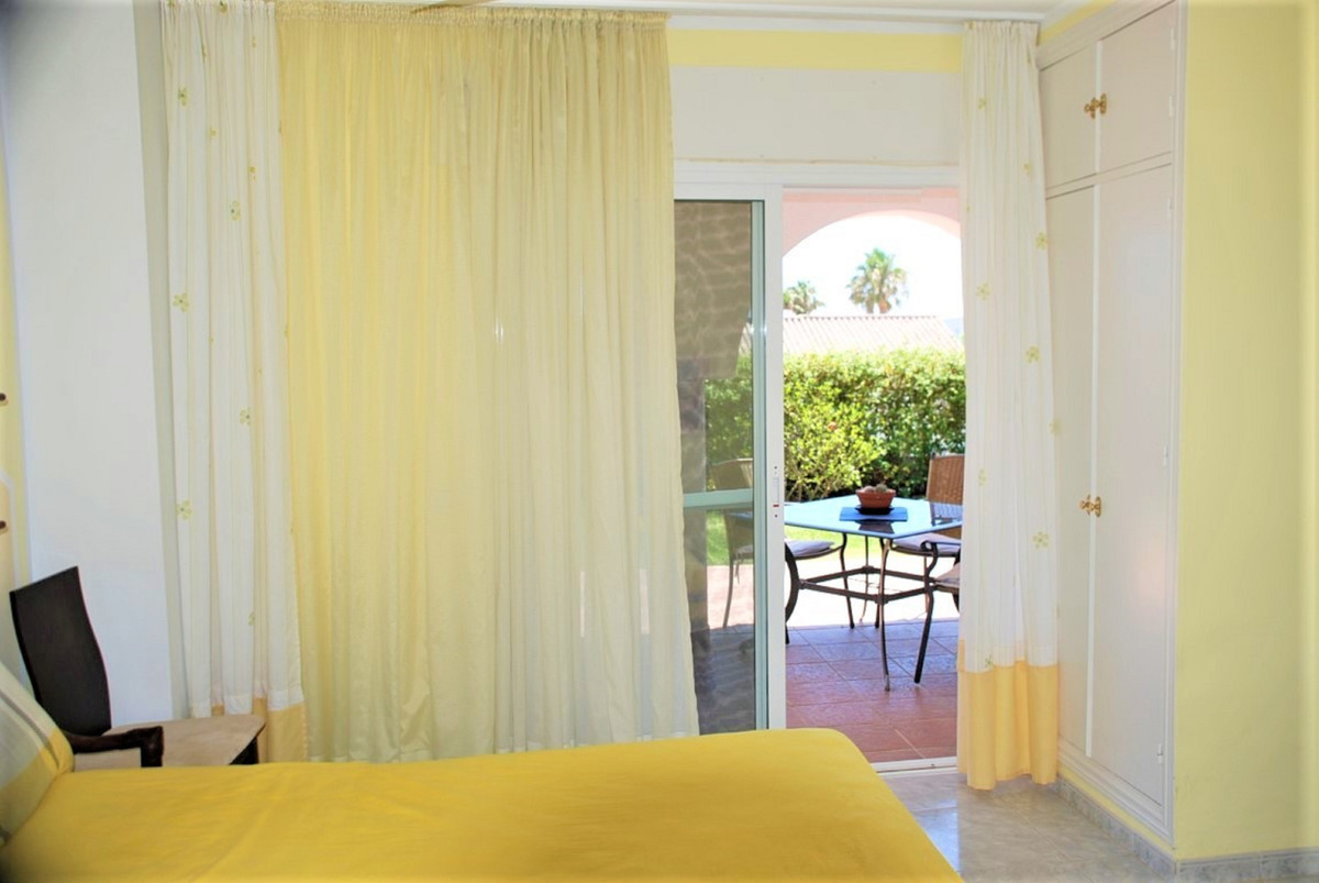 House in Estepona R3213358 20