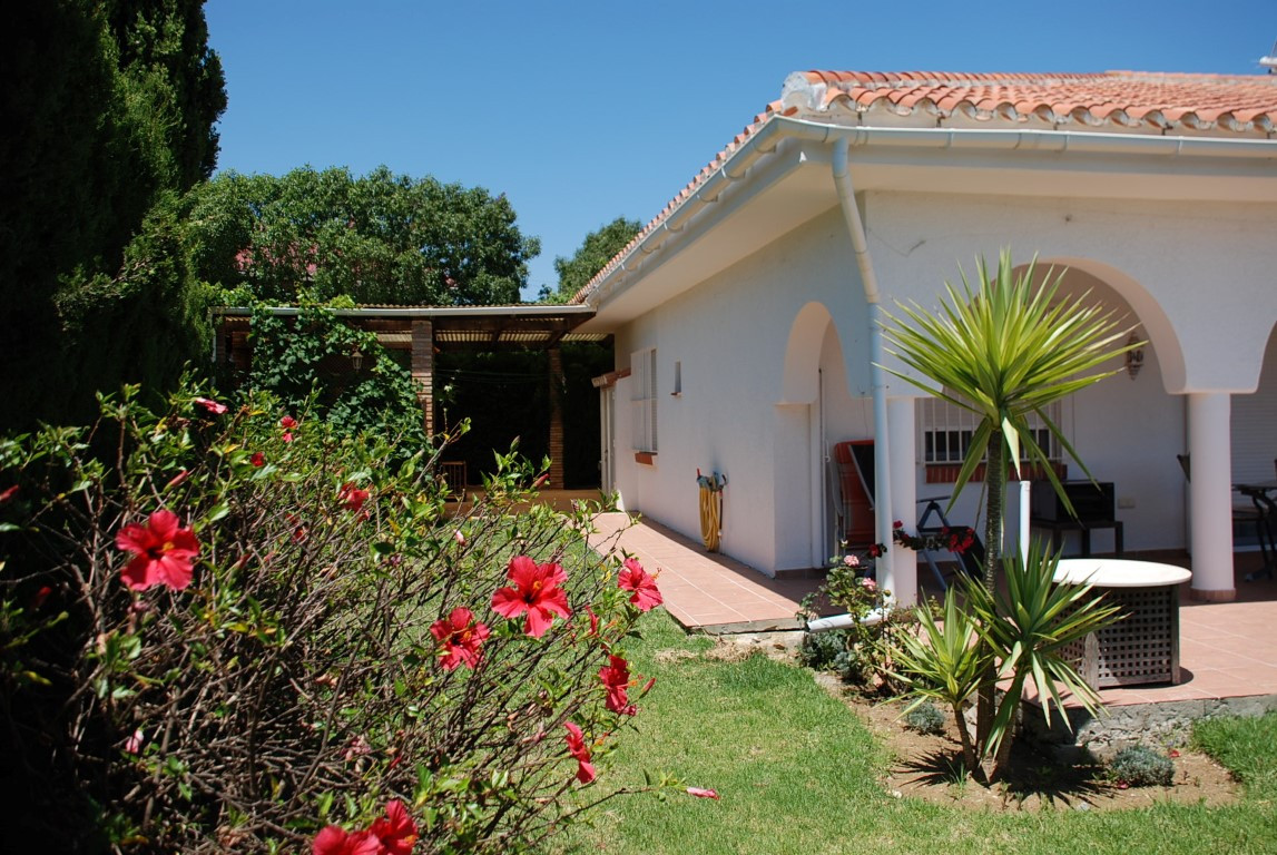 House in Estepona R3213358 3