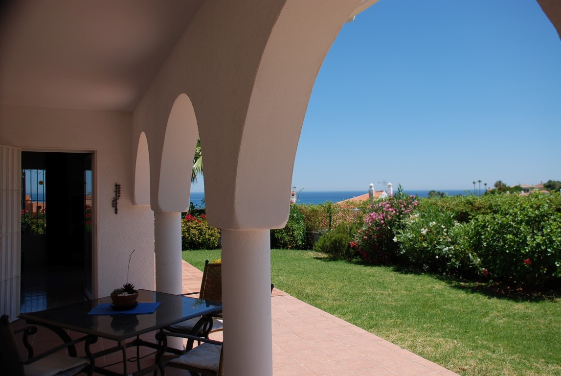 House in Estepona R3213358 4