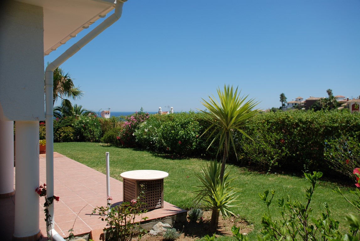 House in Estepona R3213358 5