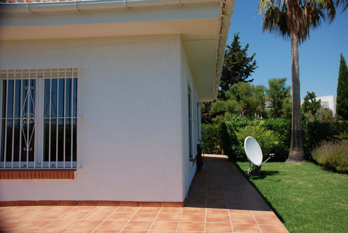 House in Estepona R3213358 7