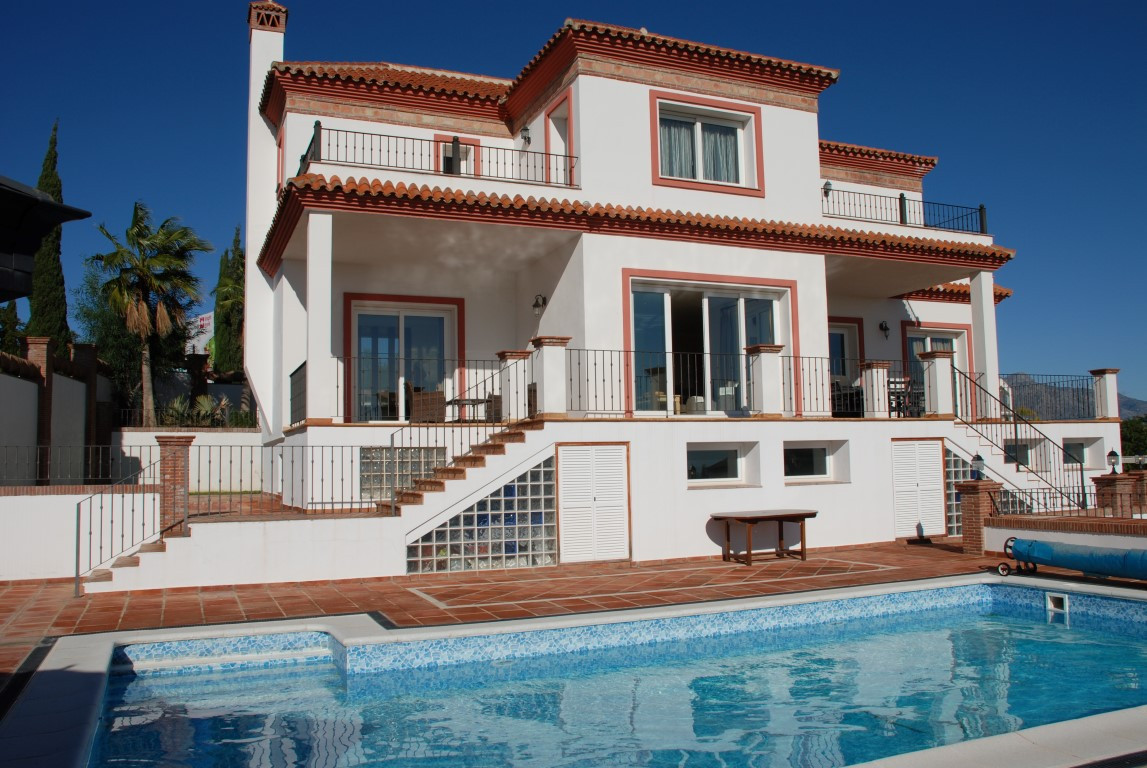 Beautiful villa in the Los Flamingos Golf area from the year 2007. 5 bedrooms and 5 bathrooms. In th,Spain