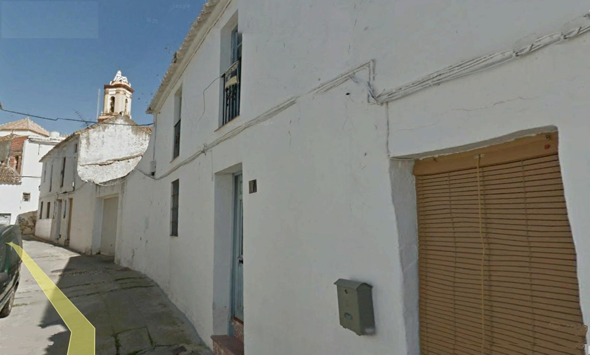R3034061 | Townhouse in Estepona – € 159,000 – 3 beds, 2 baths