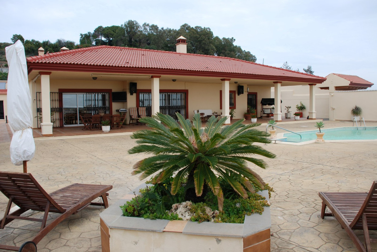 Bungalow for sale in Estepona