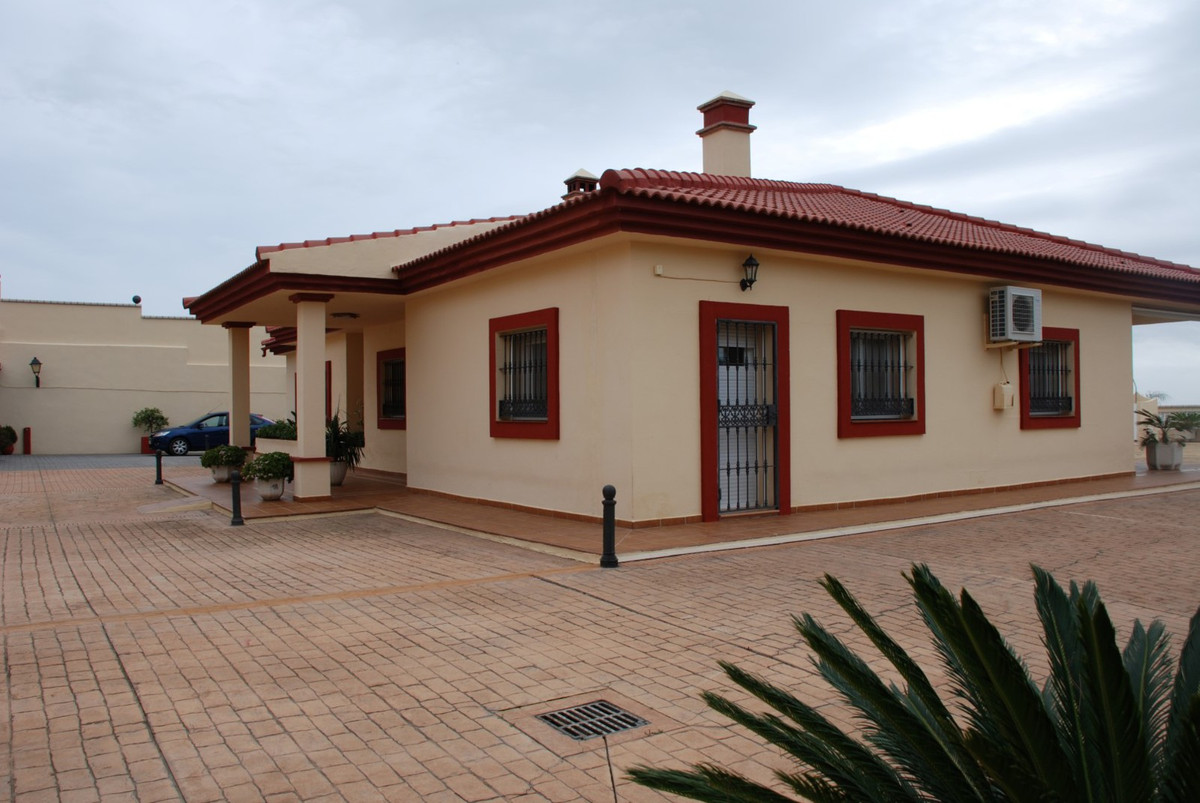House in Estepona R2598008 10