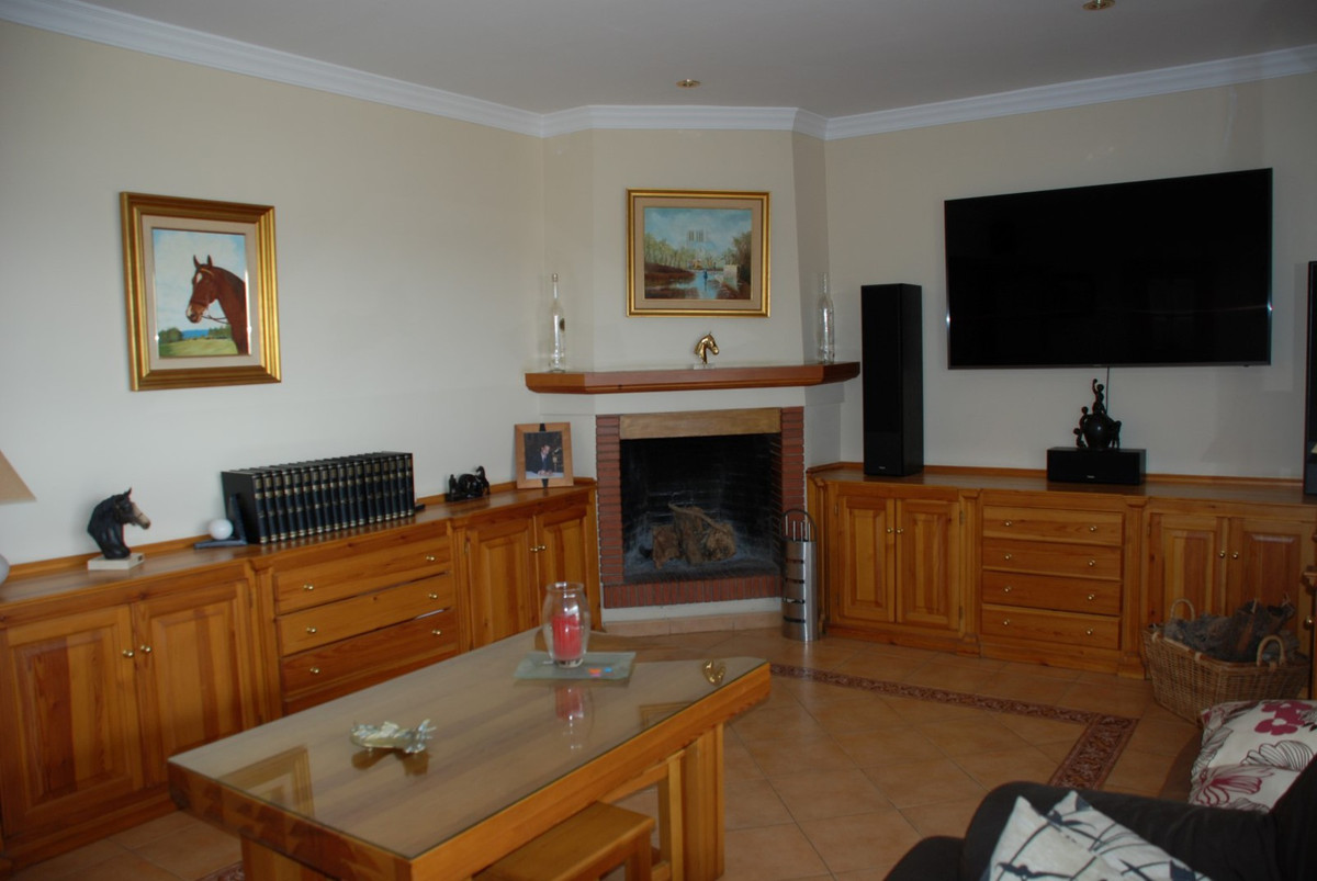House in Estepona R2598008 18