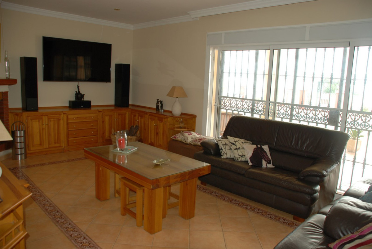 House in Estepona R2598008 19