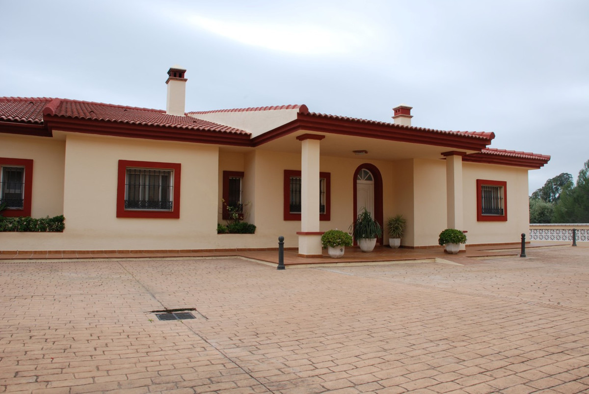 Villa Detached for sale in Estepona, Costa del Sol