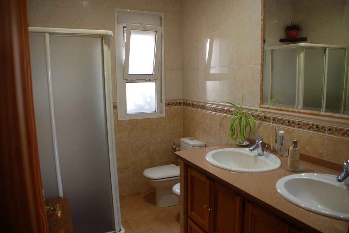 House in Estepona R2598008 21
