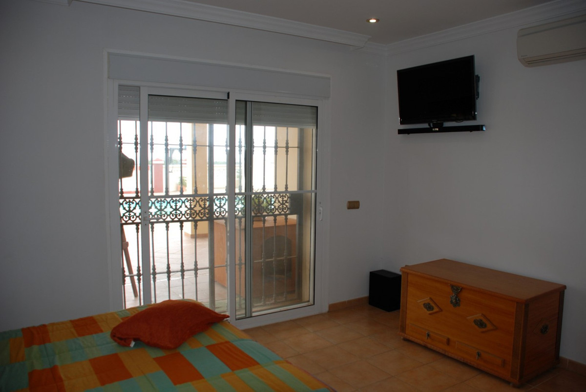 House in Estepona R2598008 26
