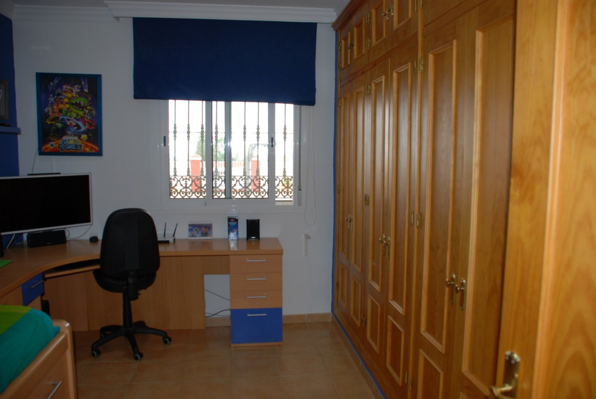 House in Estepona R2598008 33