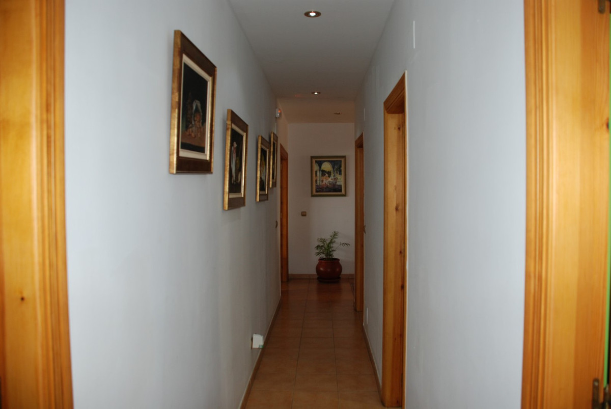 House in Estepona R2598008 35