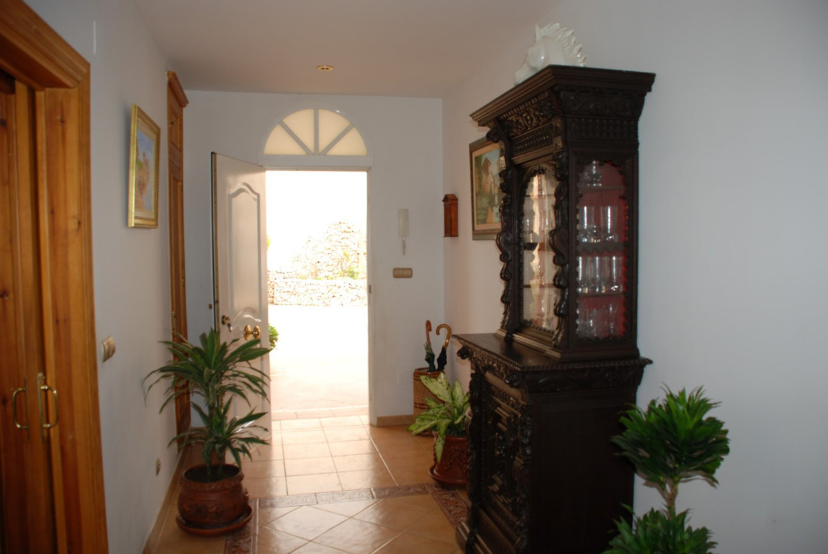 House in Estepona R2598008 42
