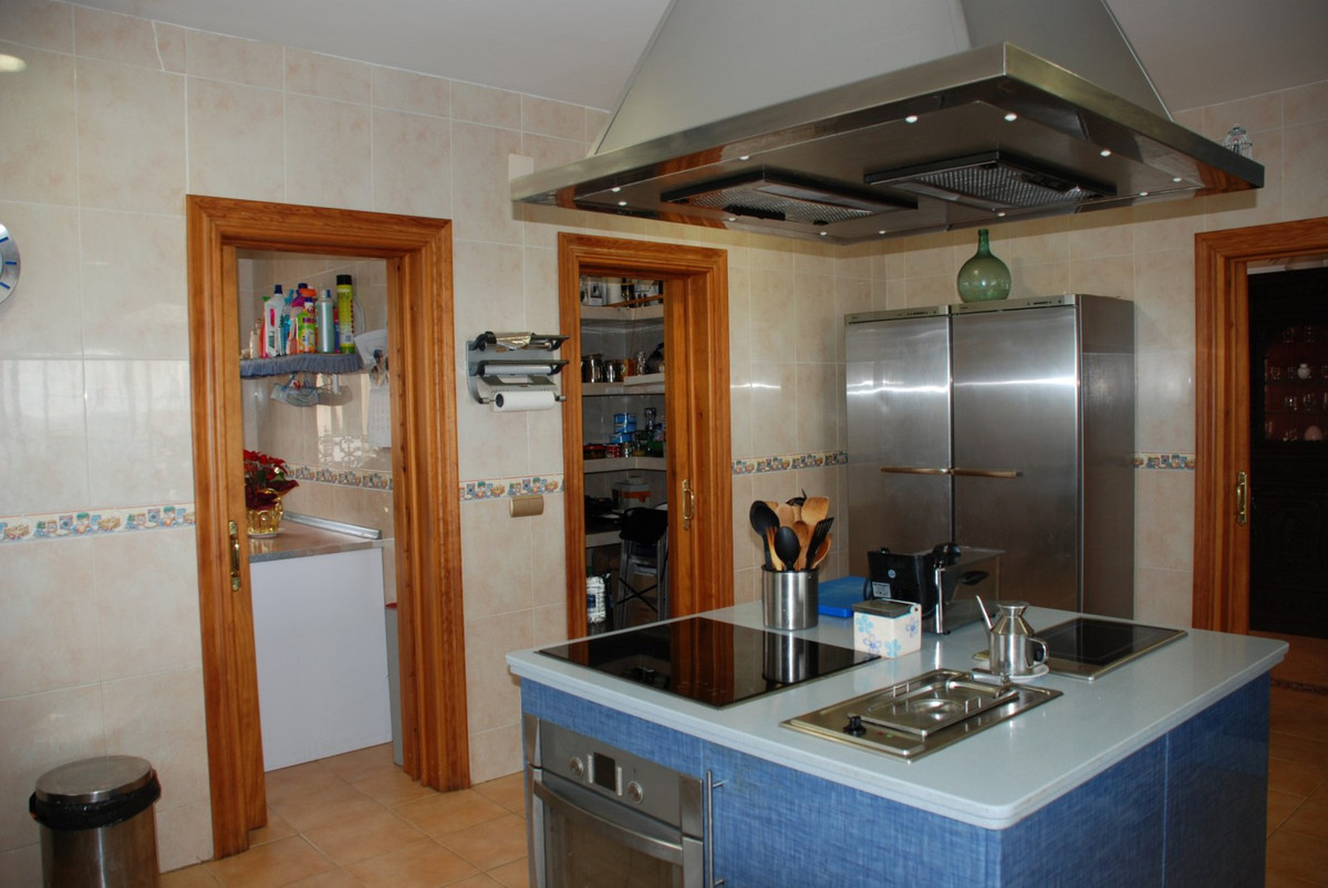 House in Estepona R2598008 44