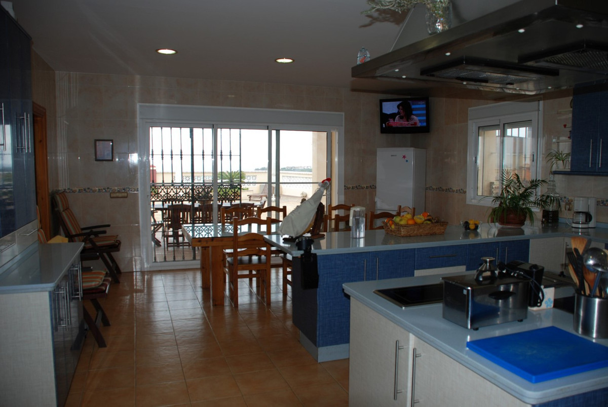 House in Estepona R2598008 46