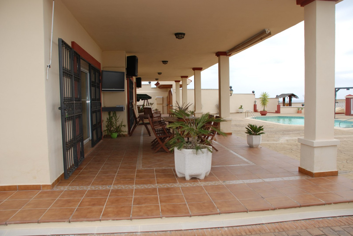 House in Estepona R2598008 5