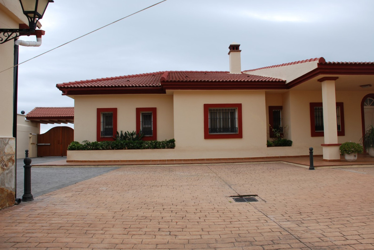 House in Estepona R2598008 53