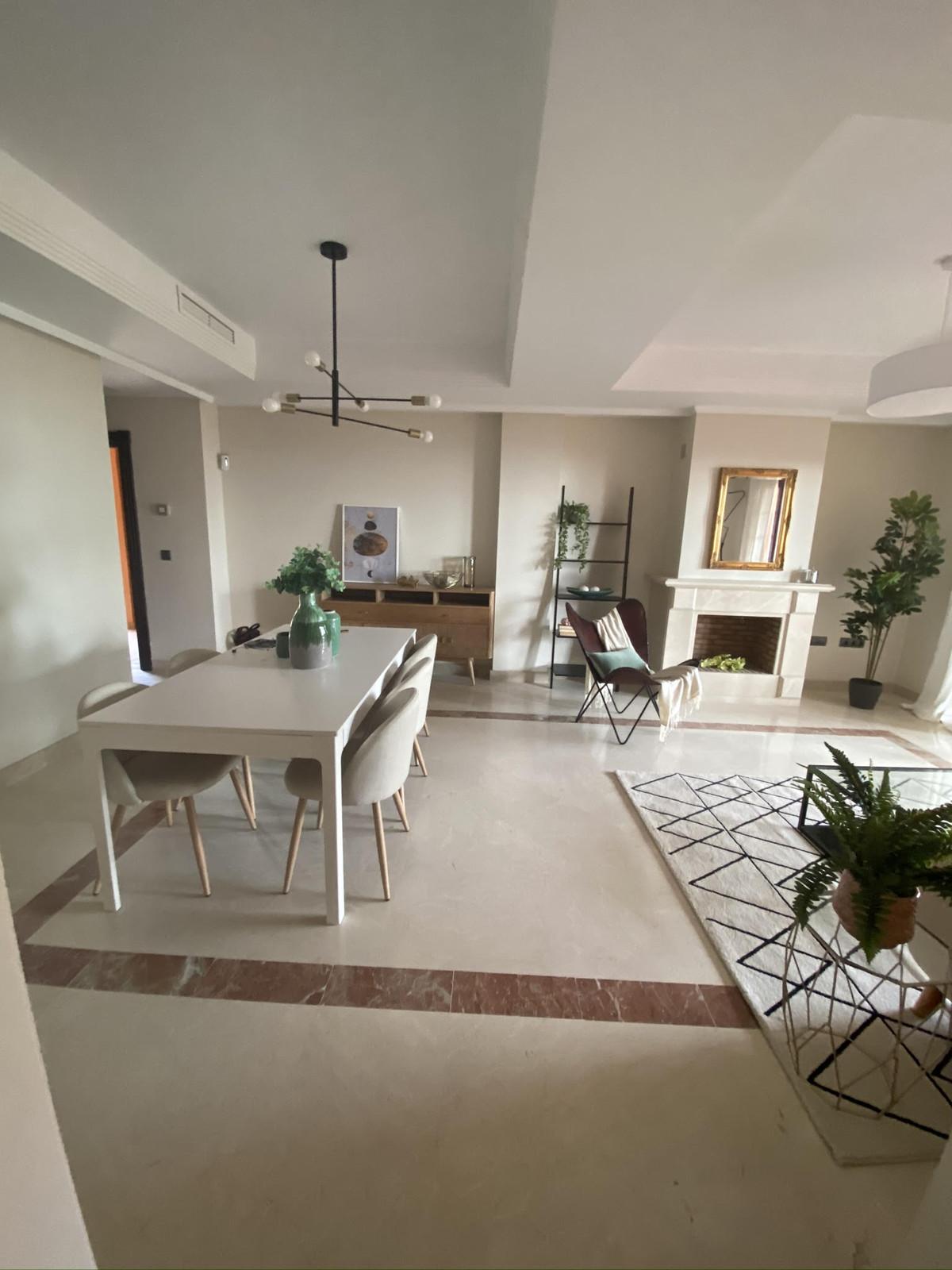 Marbella Banus Apartamento en Venta en Elviria – R3810520