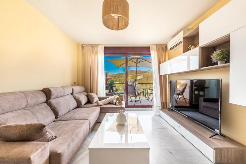 Top Floor Apartment in Benahavís for sale