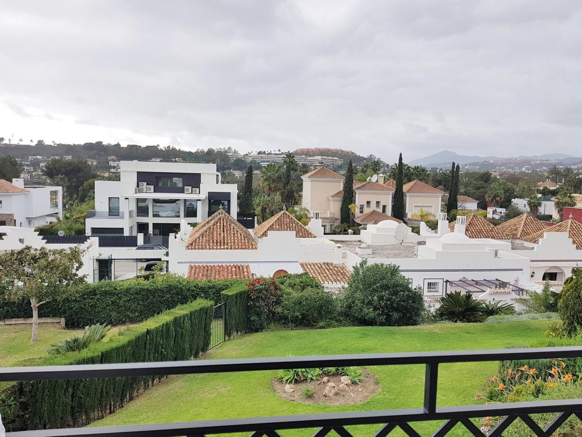Marbella Banus Adosada en Venta en Aloha – R3604970