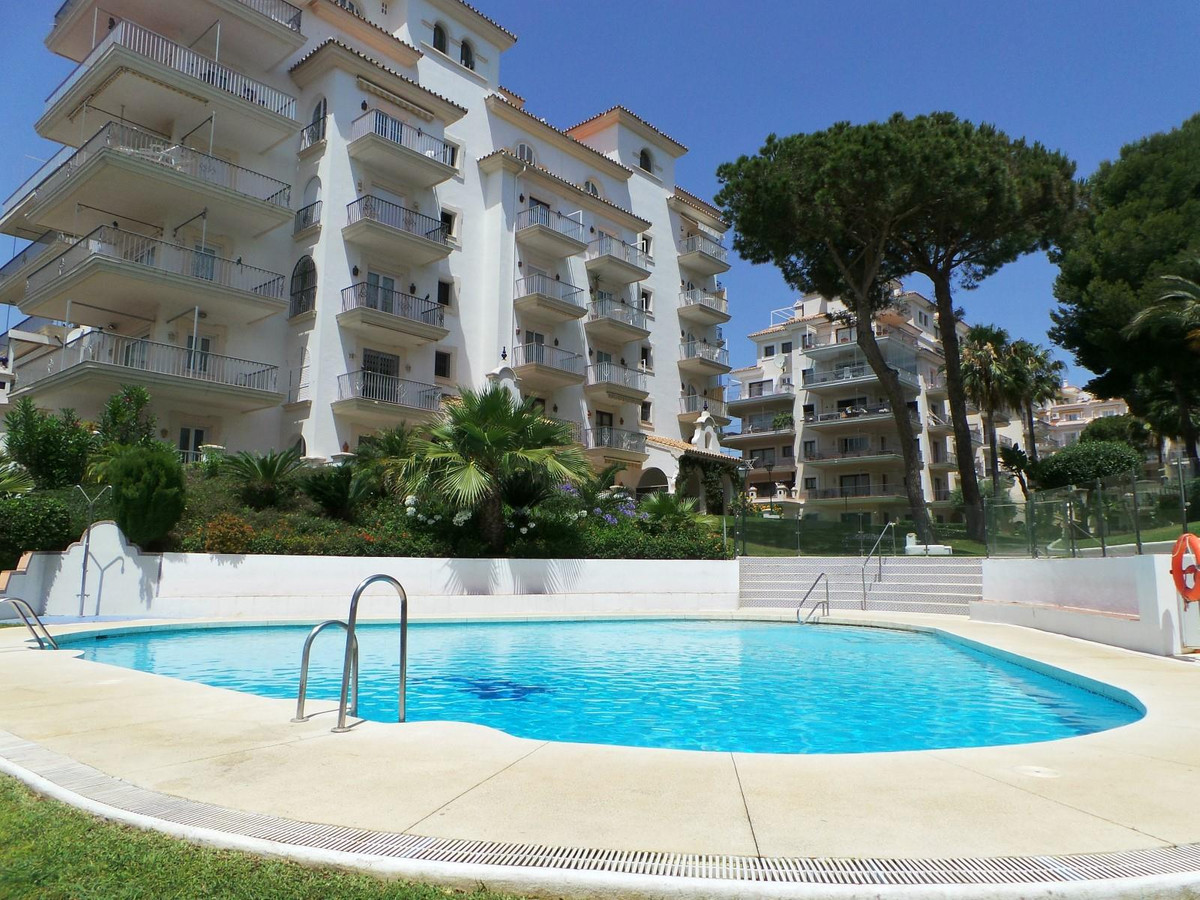 Fantastic spacious apartment with three terraces in Puerto Banus, consists of entrance hall, living ,Spain