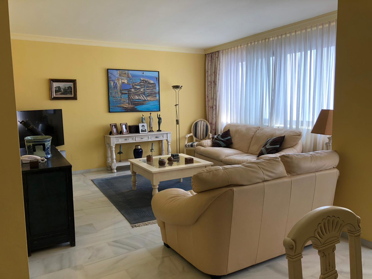 Marbella Banus Medium Floor Apartment for Sale in Puerto Banus – R3675131