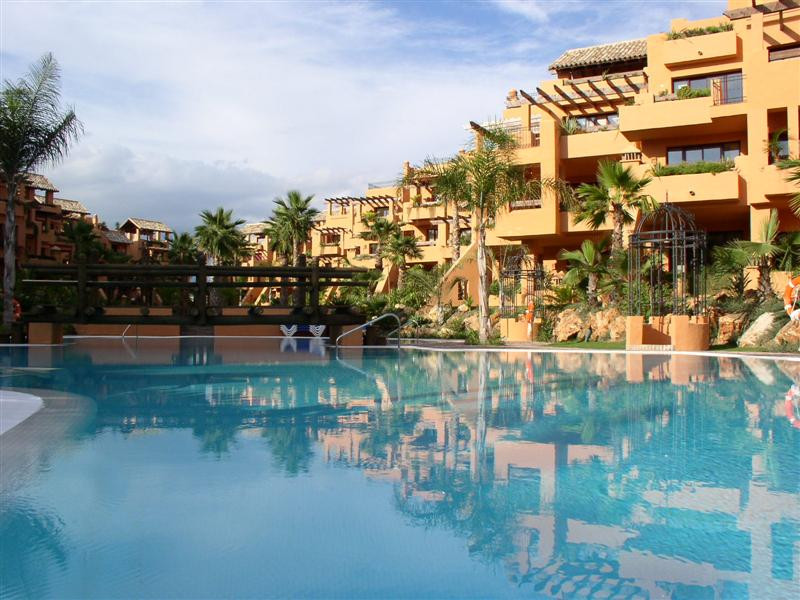 Apartment with 2 bedrooms and 2 bathrooms on foot promenade in San Pedro Beach located in gated and , Spain