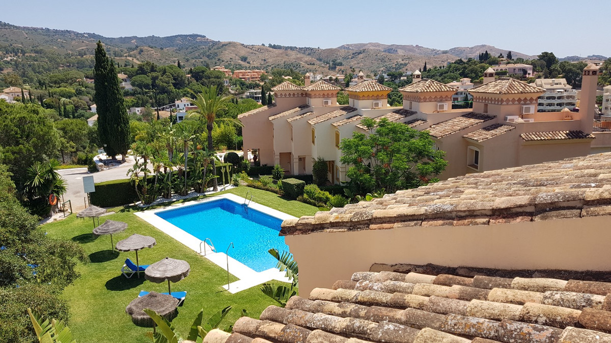 This house has unexcelled panoramic views in Elviria, Marbella, and offers the following floor plan. Spain