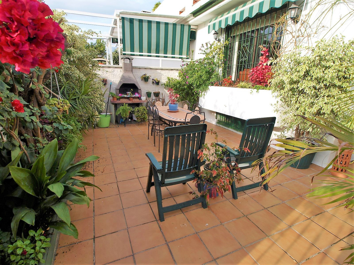 Fantastic townhouse in San Pedro Playa. Located in urbanization with gardens and communal pool. It h,Spain