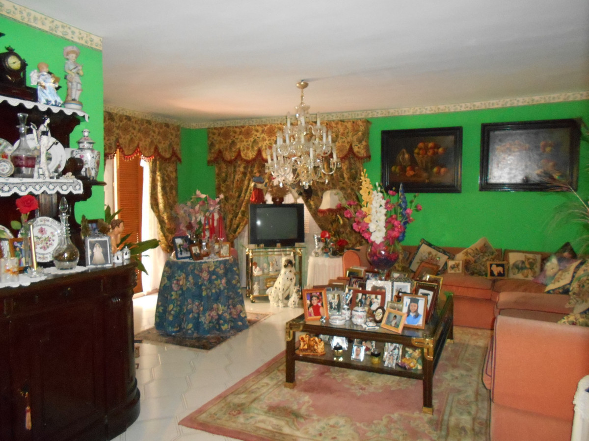 Nice apartment in the center of San Pedro Alcantara very close to all amenities, 10 minutes walk to , Spain