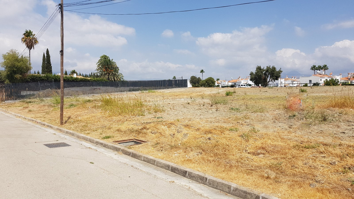 Two plots of 2850 m2 each, located in Bel Air, between Estepona and Marbella, just 10 minutes from S, Spain