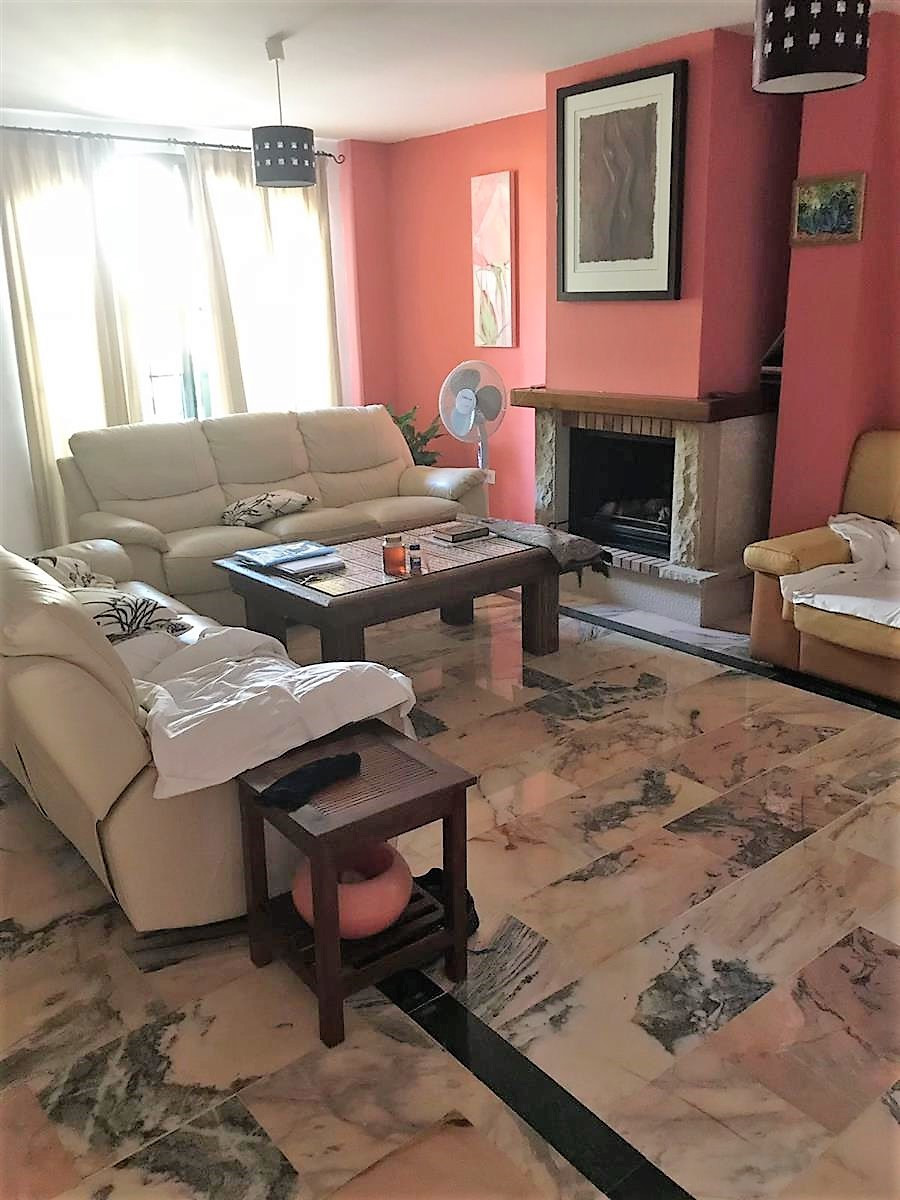 Spacious 4 bedroom townhouse in Cancelada, between Estepona and Marbella. The house consists of grou, Spain