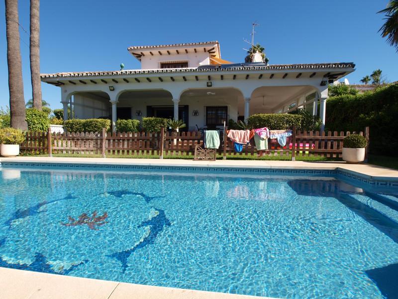 Villa – Chalet en venta, San Pedro de Alcántara – R2741549