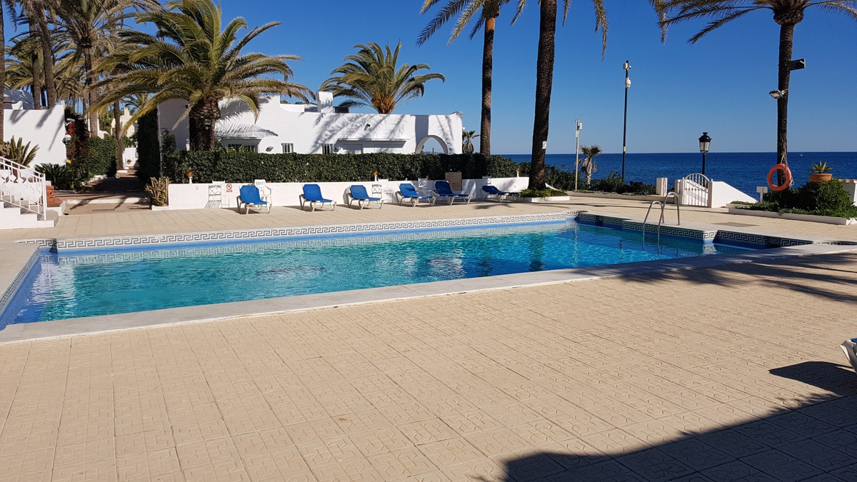 Exclusivity and luxury in this duplex duplex apartment in the Golden Mile of Marbella. Recently refo,Spain