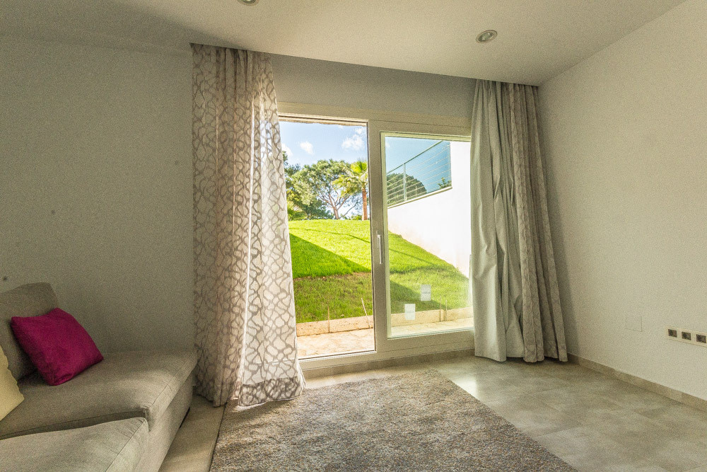 Villa en Venta en Nueva Andalucía – R2747360