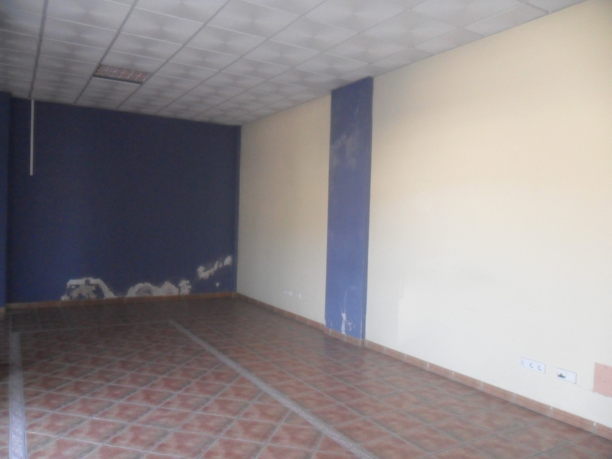Local 60m2 diaphanous with a complete bathroom, facing north and bright, air conditioning, electric ,Spain