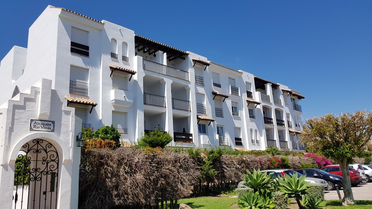 Apartamento Planta Media  en venta en  Puerto Banús, Costa del Sol – R3436270