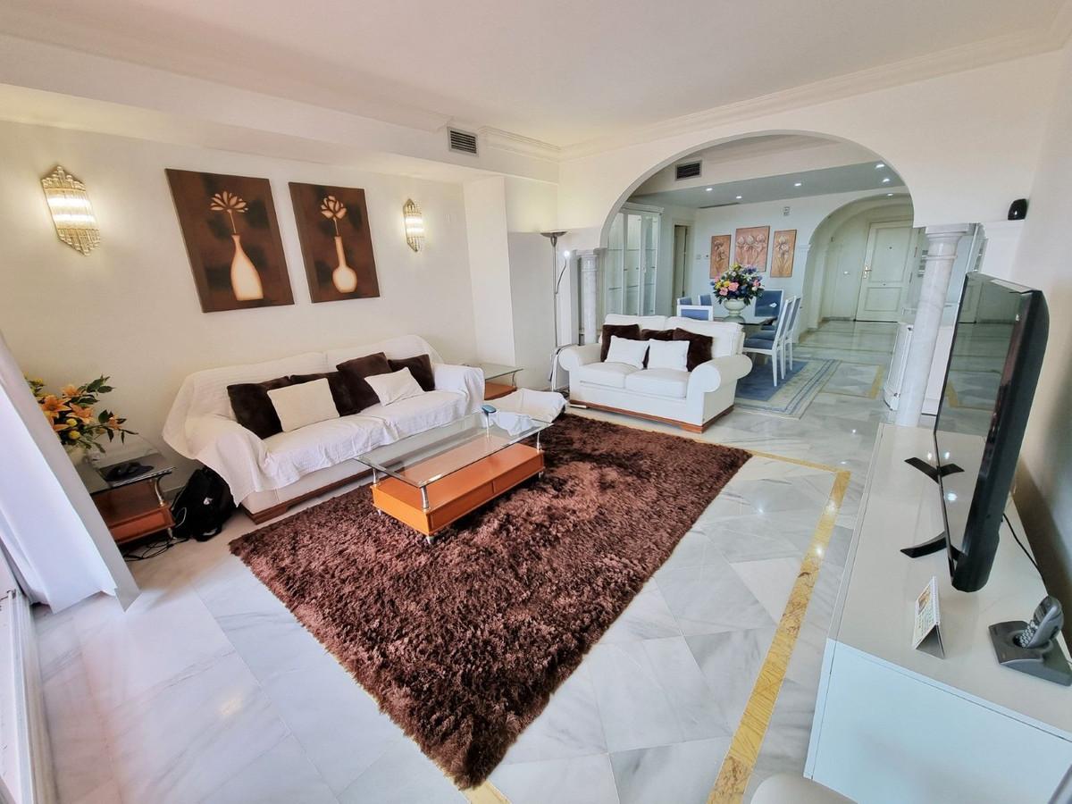 Apartamento en Venta en Nueva Andalucía – R3168466