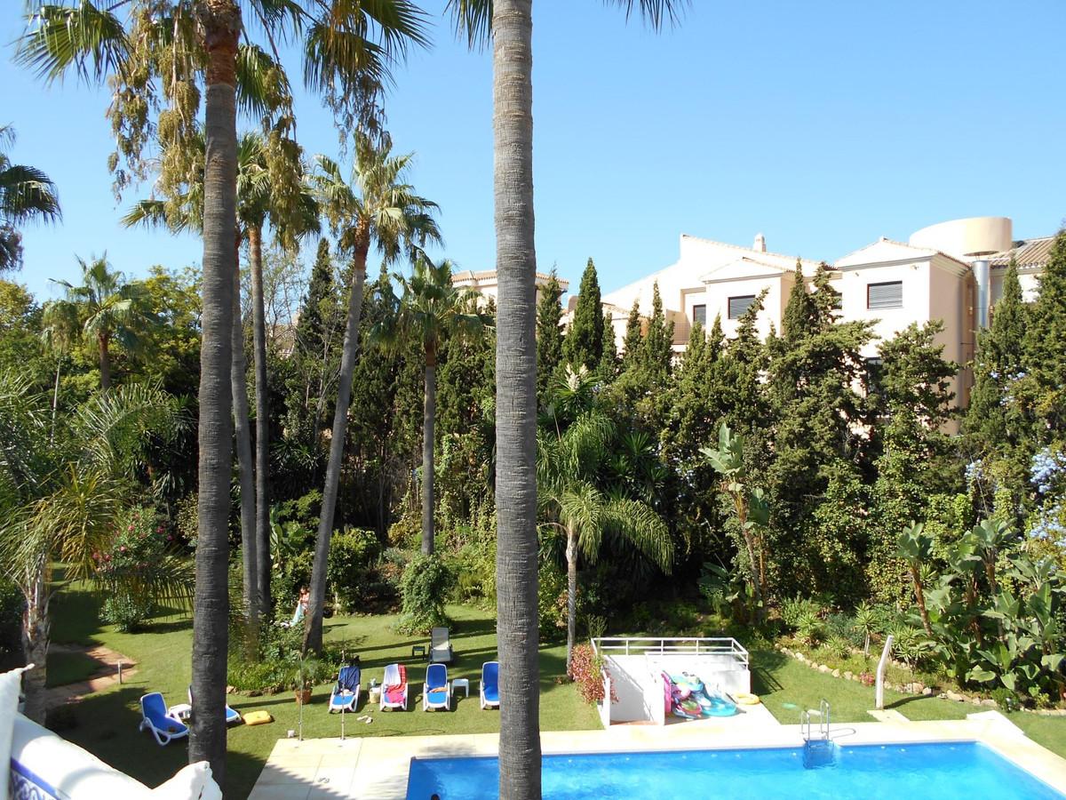 Marbella Banus Apartamento en Venta en Nueva Andalucía – R2743832