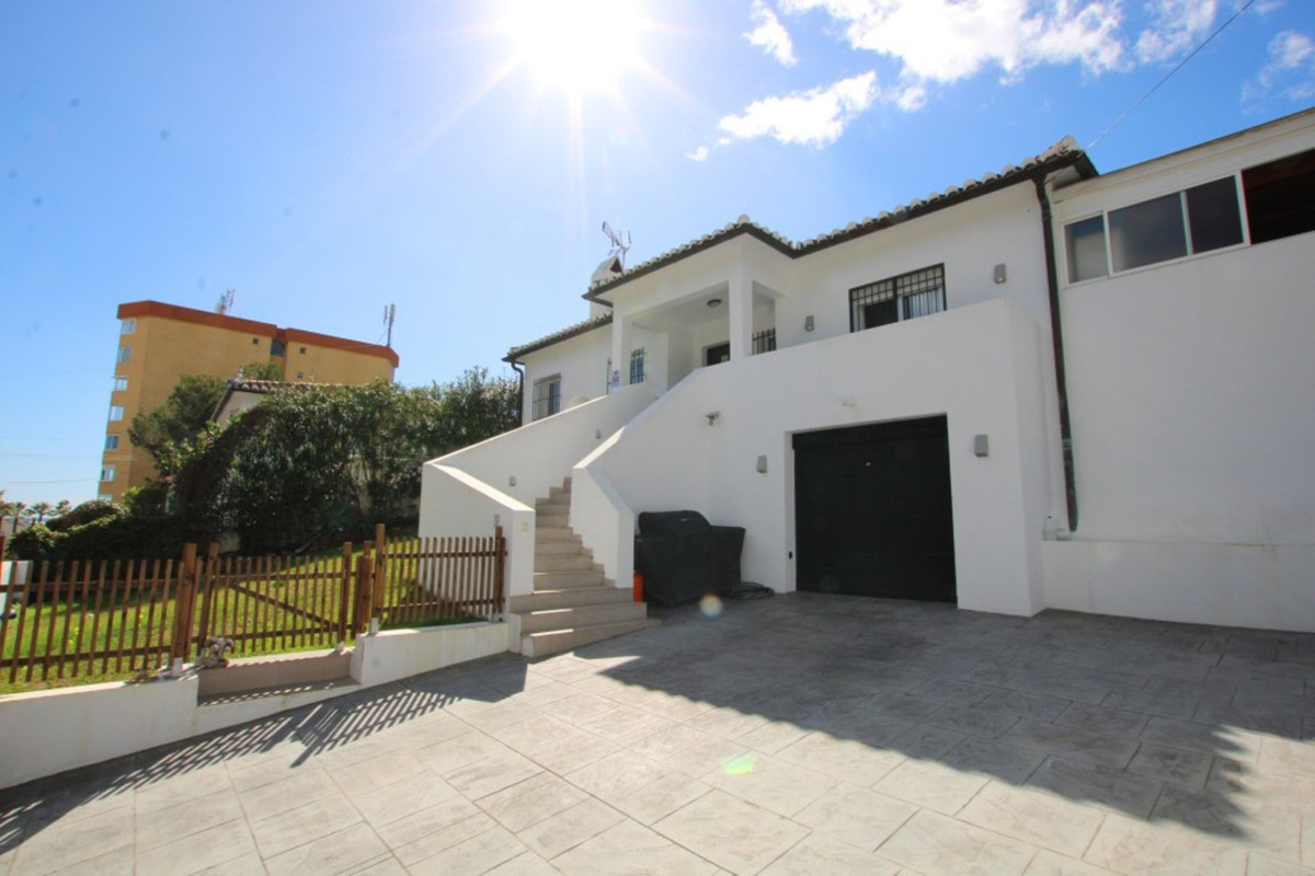A great family home within an easy walk of the coastal town of La Cala de Mijas.  This one level hou, Spain