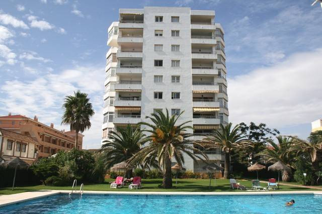 Situated on the beachfront in the coastal town of La Cala de Mijas, this larger than average studio , Spain