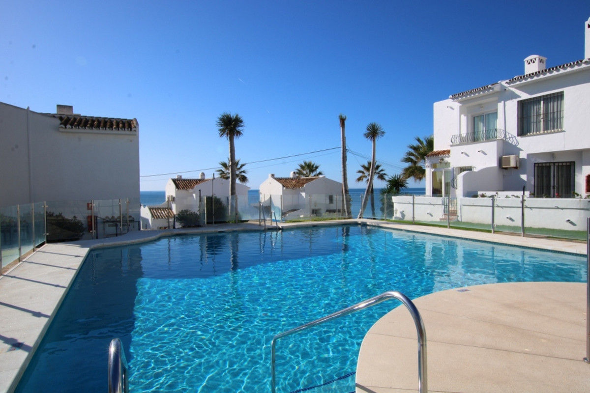 Rocas del Mar is a very sought after area so don't miss this opportunity.  This cozy house has , Spain