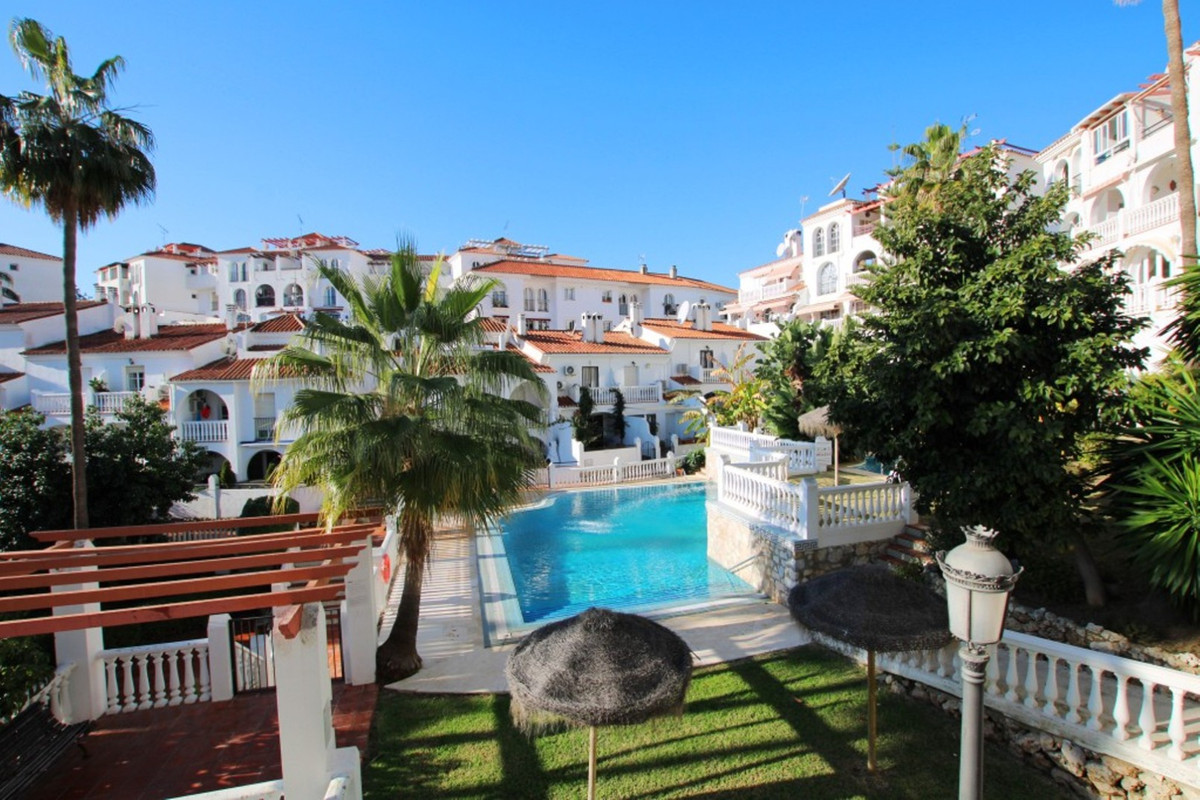 Great value for this middle floor property located in a well established residential area.  The prop,Spain