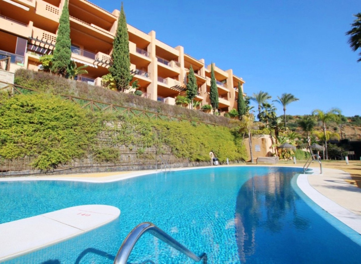 Lovely apartment located in the area of Calanova golf.  This middle floor apartment is genuinely rea,Spain