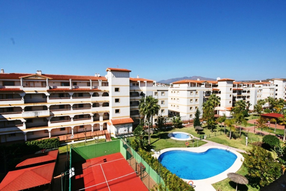A very comfortable middle floor apartment located in the always popular popular complex of Hacienda ,Spain
