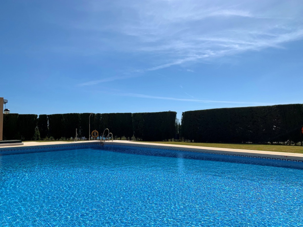 This is a good size apartment located in the urbanisation of Riviera del Sol.  You have a bright ope,Spain