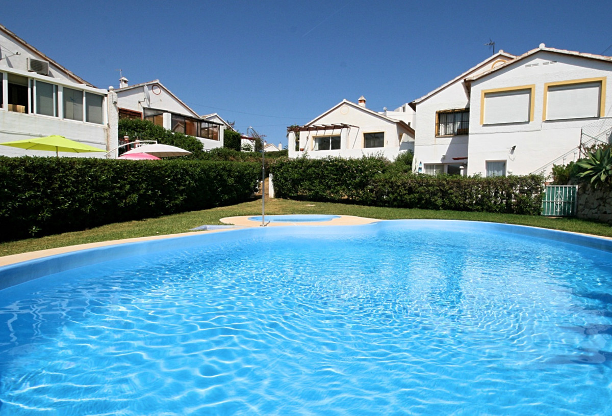 Do not miss this opportunity to own a detached villa with private garden in the lower part of el Far, Spain