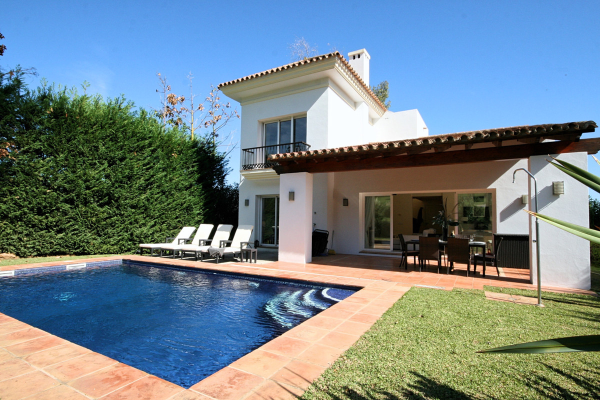 This is lovely front-line golf detached villa located at the end of a cul de sac in the tranquil are, Spain