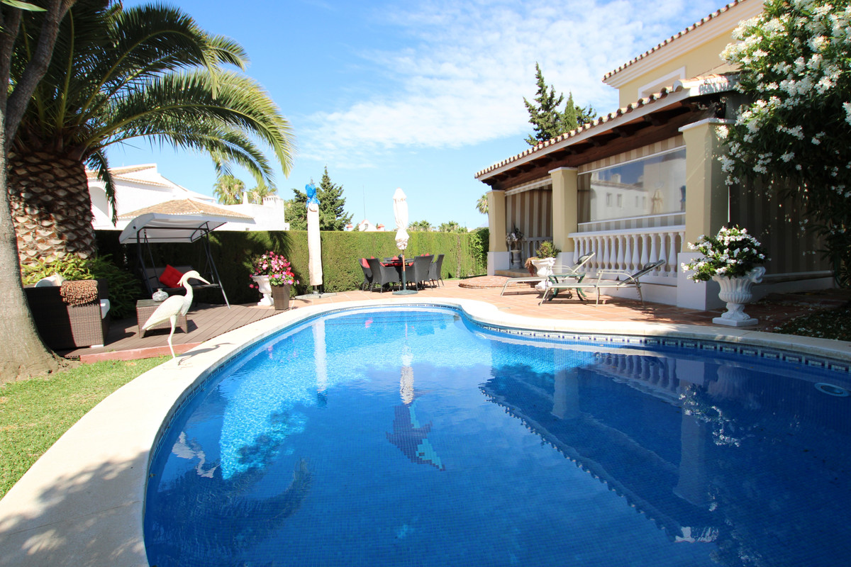 IMMACULATE, SPACIOUS AND VERY PRIVATE villa, located in the heart of Calahonda within easy walking d,Spain