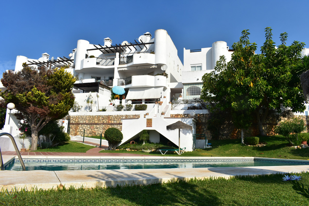 Duplex penthouse newly renovated !! Located in the upper part of Mijas Golf just 7 minutes from Fuen,Spain